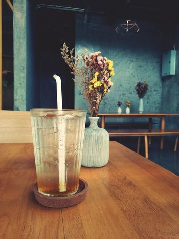 soda Drinking Drinking Straw Drink Drinking Glass Soda Refreshment Juice Plum Cafe Cafe Time Flower Thailand Wood - Material EyeEm Selects Vase Table Indoors  No People Home Interior Flower Chair Food And Drink Day Freshness Home Showcase Interior