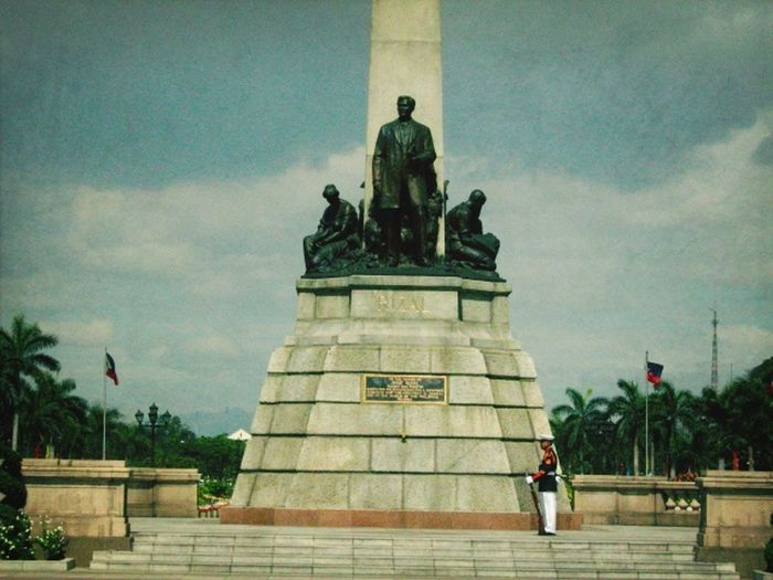 Where Do You Swarm? Rizal Monument at Rizal Park. Eyeem Philippines Discover Your City Philippines CC CC BY-SA CC BY-SA 4.0 Creative Commons Mobilephotography Mobilephotographyphilippines Snoworld.one/cc Snoworld.one/bestshot The Street Photographer - 2017 EyeEm Awards The Architect - 2017 EyeEm Awards Lost In The Landscape