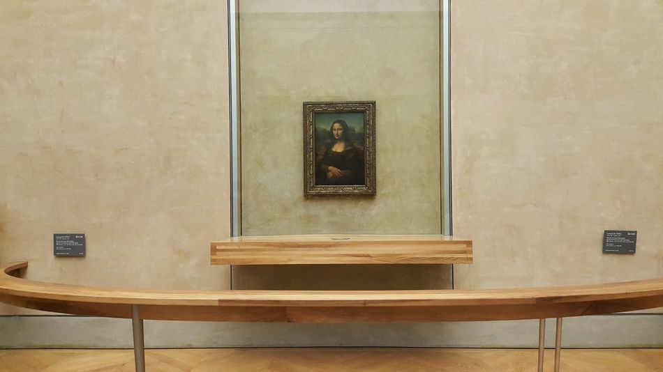 Mona Lisa La Joconde La Gioconda Louvre Musée Du Louvre Art Davinci Painting Frontrow Famous Enigmatic she's so Small Minimalist Architecture Famous Paintings