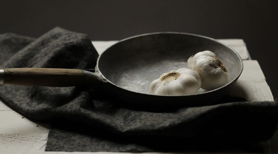 Dark Food Food And Drink Garlic Bulbs Pan Selective Focus Still Life
