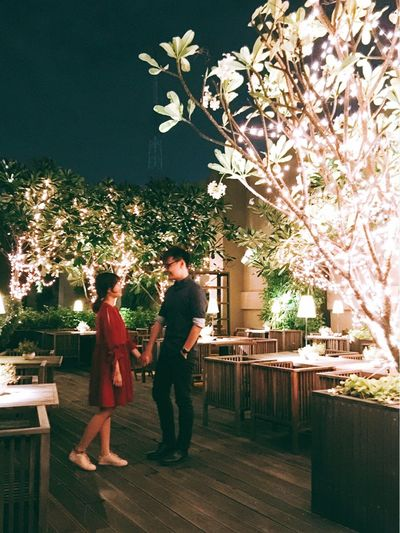 Close to me 🐰💋🐦 Togetherness City Life Birthday Party Twinkling Lights Night Lights Lights And People