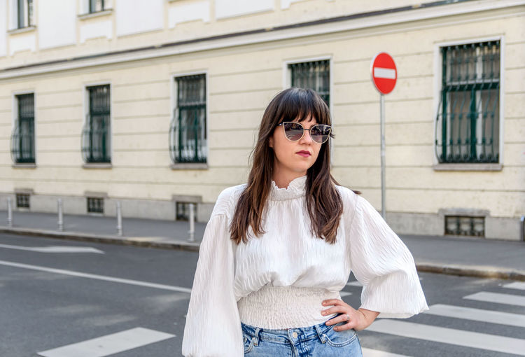 Portrait of a beautiful young woman in city. casual chic clothes, trendy, lifestyle.
