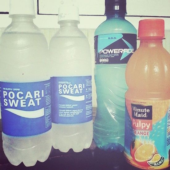 Persiapan pratek Olahraga aja sampai beli 3 botol minuman ion & 1 sari jeruk. Hahaha Pocarisweat Pulpy Powerade Instapic tagforlike instagood instadaily instapeople instaday like follow