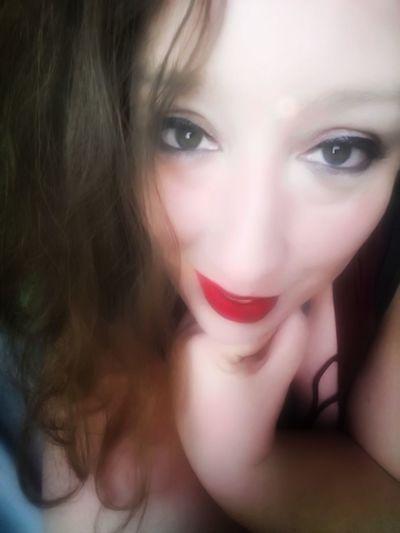 Green Color Greeneyes Greeneyedgirl Greeneyedbeauty Pink Color Pinklips Pinklipstick Pinklips💋💋💋 Human Face Human Body Part Humaneye Portrait Portrait Of A Woman Faces Of EyeEm Face Beautiful