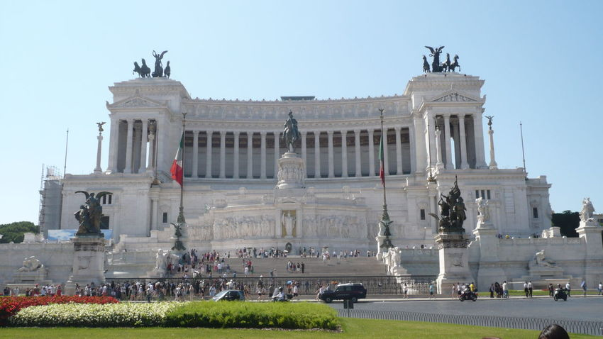 Altare Della Patria Roma Monuments Travel Destinations Outdoors Built Structure History Architettura Cultures Architecture And Art Building Exterior Italy🇮🇹 Italia The Architect - 2017 EyeEm Awards Day Color Photography 😆 Outdoor Photography The Purist (no Edit, No Filter) Statue Sculpture Architecture Architectural Column Tourism Incidental People Clear Sky Art And Craft Low Angle View Real People Leisure Activity City