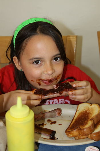 Barbecue Season Barbecued Ribs Barbecue Sauce DeliciousFood  Child Eating Ribs Food Photography My World Of Food Sauce