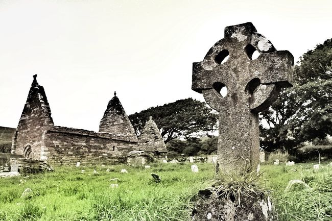Signs of the time - the old graveyard in Kilmalkedar! Ireland Celtic Cross Church Ruins