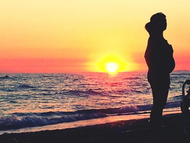 L'attesa al tramonto Pregnant Sunset Silhouette Pregnant Phtography Pregnant Silhouette