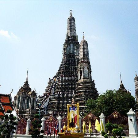 The great Wat Arun. Wat Arun Watarun Th Thailand Temple Instaios Insta_awe Instagood Instalike Ignation Igers Igersmanila Travel Chaophraya Happybatins Batintin Followstagram Tweegram Like4like Tourist Traveller
