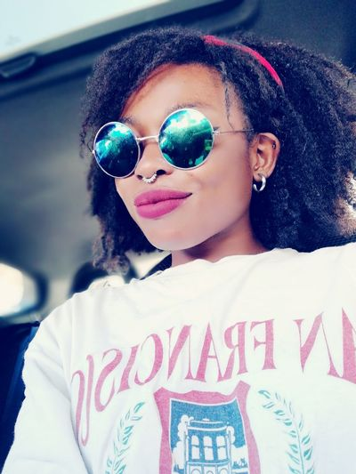 Redlips Beautifulpicture Blackgirlsrock Glases Igualada Barcelona Septum Blackgirl Youngblackgirl Smilealways Lovetobehappy Thinking About Life Thinking Beautiful People GoodDay❤ Portrait Looking At Camera Cheerful Women Multi Colored Sunglasses Smiling Red Lipstick
