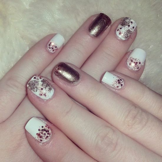 Захотелось чего-то новогоднего😃⛄🎄🎅💅 Nails Nail Fashion Styles Tagsforlikes Cute Beauty Beautiful Instagood Pretty Girl Girls Stylish Sparkles Styles Gliter Nailart  OPI Avon Photooftheday Unhas Preto Branco Rosa NewYear snow gold love shiny polish nailswag