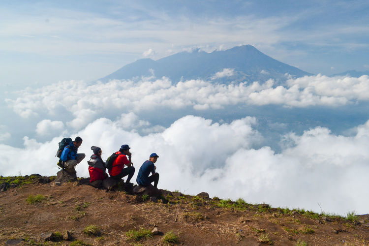 Cloud - Sky Sky Mountain Group Of People Real People Adventure Beauty In Nature Nature Leisure Activity Scenics - Nature Day Hiking Men People Activity Togetherness Lifestyles Tranquil Scene Full Length Outdoors Mountain Range