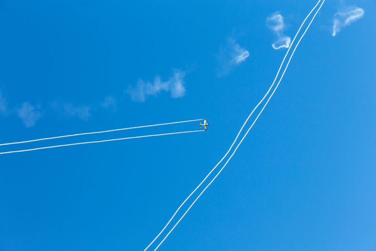 Acrobatic Action Airplane Blue Sky Break The Mold Contrail Copy Space Crossing Extreme Sports Flying Flying High Freedom Gritty Maneuvers Negative Space Overhead View Real People Speed