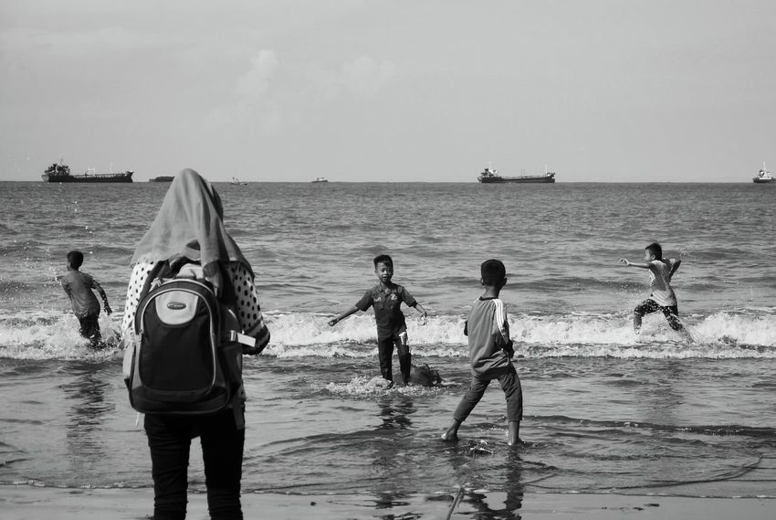 Monochrome Photography Sea Water Beach Horizon Over Water Fishing Net Real People Horizontal Outdoors Nature Day People Sky Adult EyeEm Streetphotography Street Photography Geometric Shape