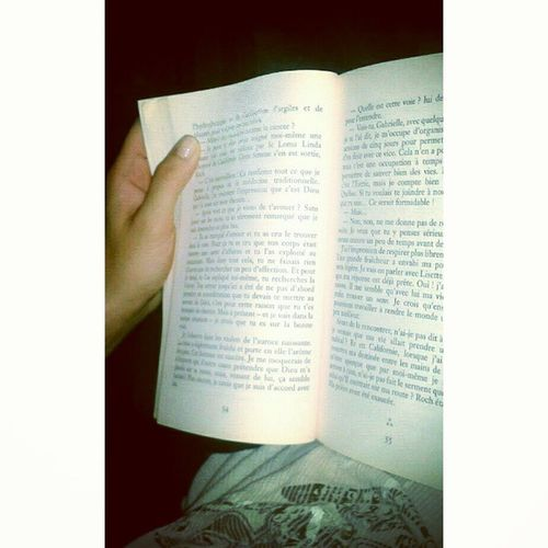 In bed ... Book Quietmoment Silence
