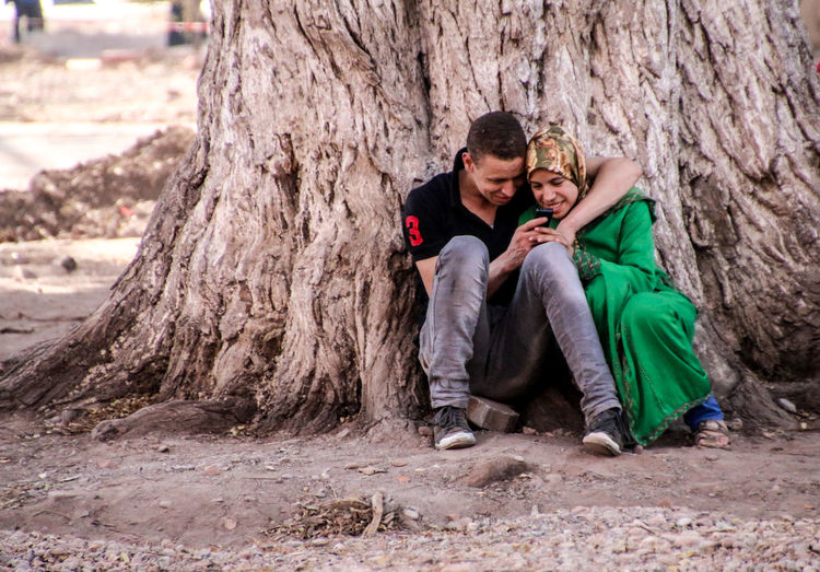 Call Calling Close Up Technology Handy Marokko Mobile Conversations Morocco People Phone Pupparazzi Smartphone Street Photography Streetphotography Technology Technology Everywhere Telefon Travel Travel Photography Travellover Tree Chilling Under The Tree Love Togetherness The Street Photographer - 2017 EyeEm Awards