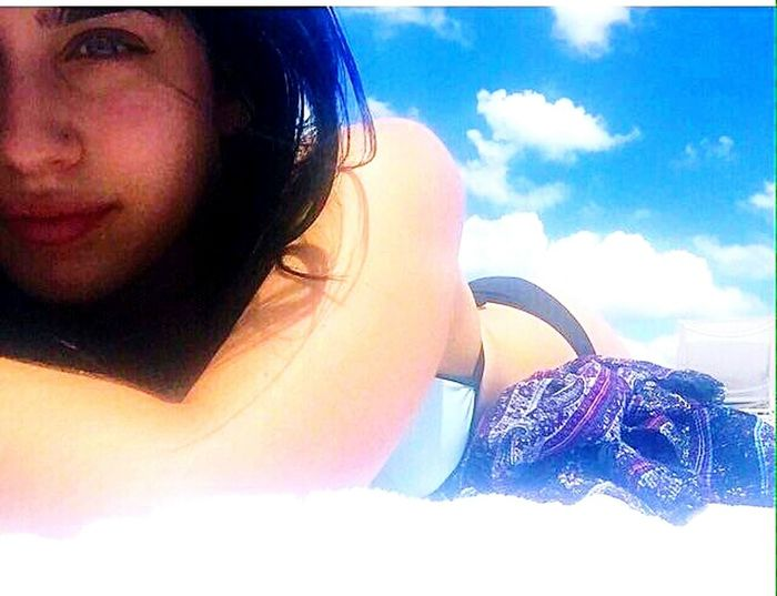Lauren sol playa y arena 🌊☀😎✌ Lauren Jauregui Green Eyes Beachphotography Beach Summerreflection Fifthharmony Lauren Smile Latina Baby