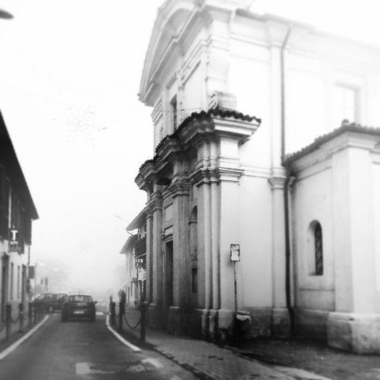 Cornegliano Laudense Corneglianolaudense Lodi Lomardia Italia italy chiesa church nebbia fog borghi