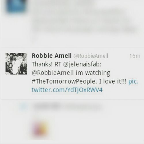 Omg!!! I cant believe that Robbie Amell RT my tweet!!!! Im so happy!!! Can u hear me screaming!!!!!!!! Twitter Robbie Amell Happy Fangirling