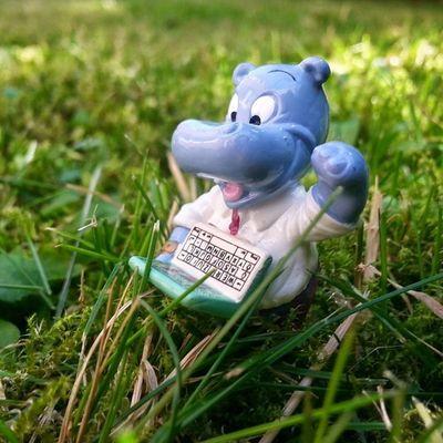 Mal wieder auf der Suche nach einem Thema zum Bloggen wenn ich so bei dem sonnigen Wetter im Gras liege :) Das Leben ist schön ...