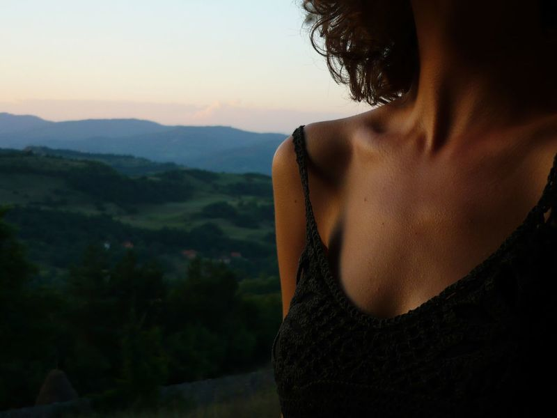 Beauty Casual Clothing Clavicle Close-up Collarbone Collarbones Contemplation Curly Hair! Focus On Foreground Landscape Leisure Activity Lifestyles Mountain Mountain Range Nature Nohead Outdoors Scenics Short Hair Skin Skinny Sky Soft Skin Tranquil Scene Tranquility