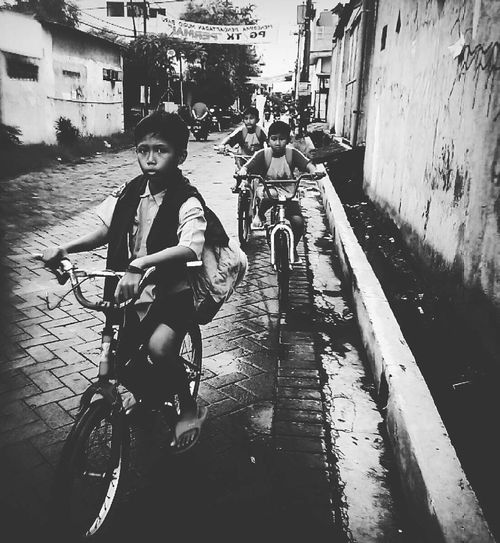 Struggle Lifestyles People Real People Blackandwhite Blackandwhite Photography Black & White Black And White Photography Blac&white  Black And White Portrait Portrait Photography Portrait Streetphotography Streetphoto_bw Street Street Life Streetlife Street Photo Street Photography Childhood Indonesia_photography INDONESIA Mobilephotography Mobilephoto Men Water