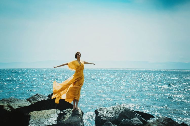 Freedom. Canon Canon_photos Canonphotography Lake Baikal Traveling Travel Beautiful Yellow Syberia Dress Freedom Байкал озеро байкал сибирь Market Reviewers' Top Picks