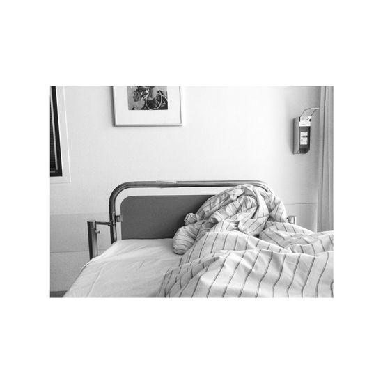 Bed Bett Black & White Black And White Hospital Illness Krankenbett Krankenhaus Schwarzweiß Waiting