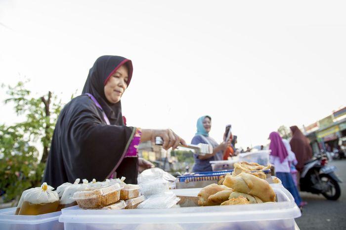 The Photojournalist - 2015 EyeEm Awards Ramadhan Ramadan