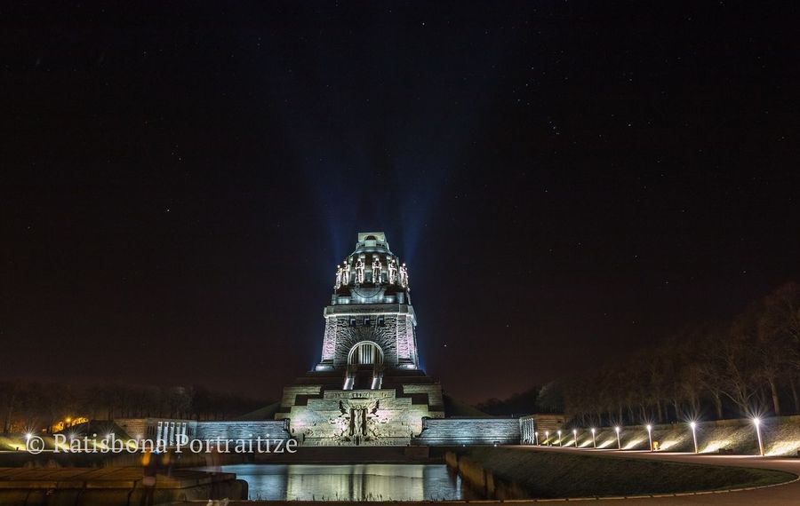 Leipzig Völkerschlachtdenkmal Sightseeing At Leipzig Nightphotography Stars Shiny Lights