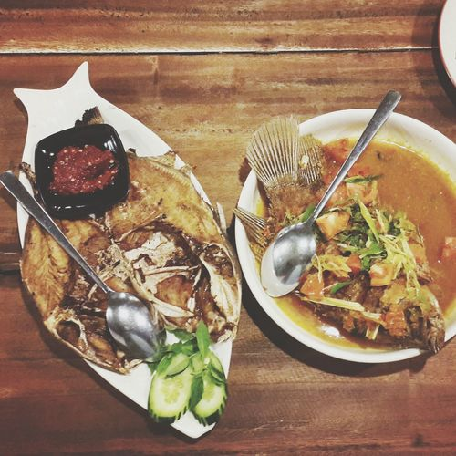 Indonesian foods are always using many rempah2. Both of them are fish, on the left is ayam ayam fish and another one is gurame fish. Foodporn IndonesiaCuisine Fish Culinary