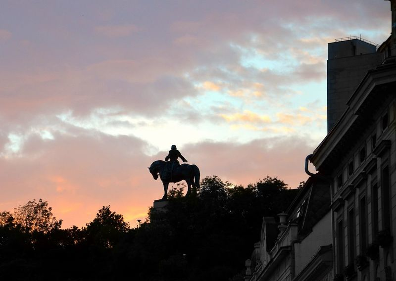 Equestrian Equestrian Statue Equestrian History Jan Zizka Vítkov Sundown Horse Travel Destinations Silhouette Horseback Riding Statue Outdoors Prague Sculpture Nightphotography Animal Themes Riding Military Siluetas Reiterdenkmal Nightview Ig_berlin Streetphotography Art Photography Cityscape Your Ticket To Europe Lost In The Landscape An Eye For Travel Colour Your Horizn