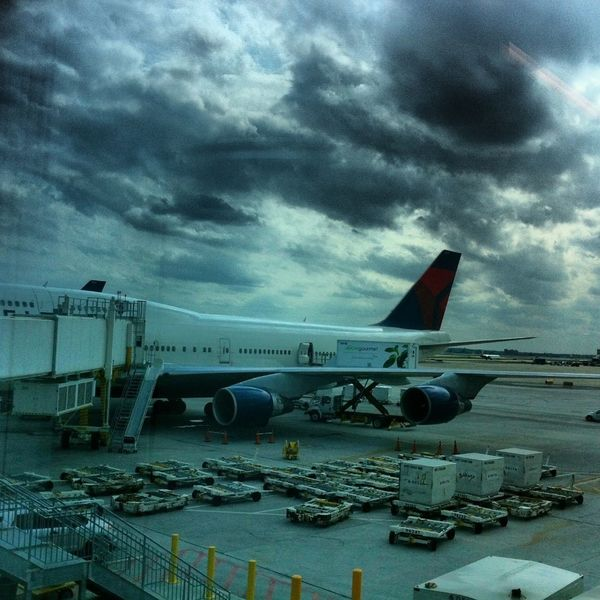 April....arrived in Atlanta ,Georgia Airport Boeing 747-400 Munich-atlanta Stormy Weather Delta Airlines