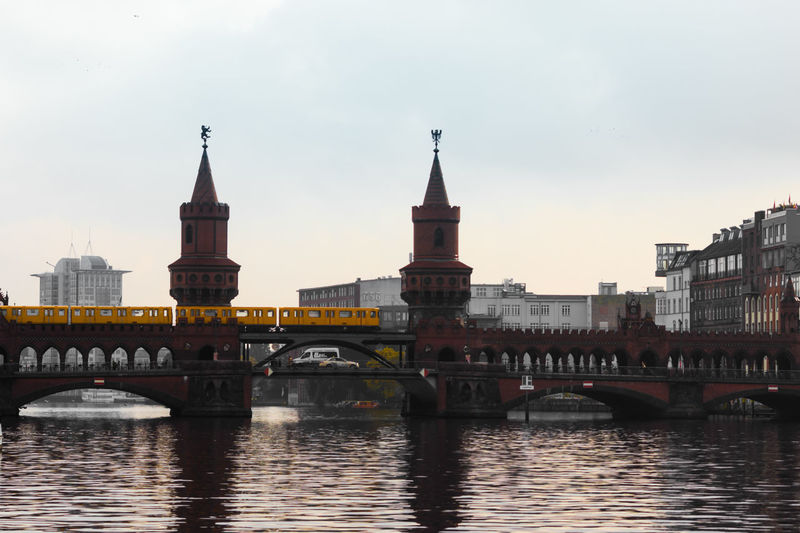 Berlin City Light Oberbaumbrücke S Bahn Spree Bridge Discover Berlin
