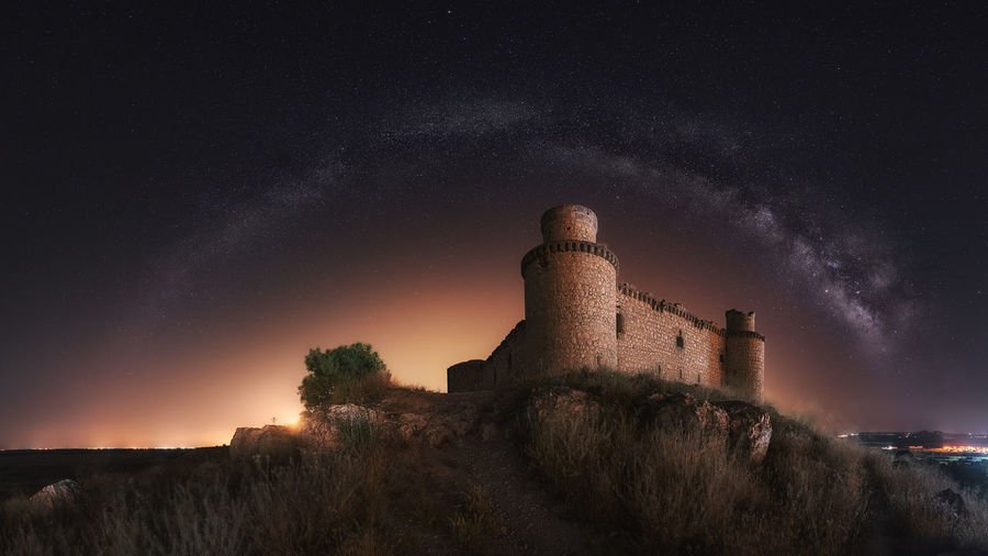 Architecture Night Built Structure Building Exterior No People Low Angle View Old Ruin Building Plant Abandoned Castle Star - Space Cloud - Sky The Past Illuminated Ruined Outdoors History Nature Sky Castles Milky Way Star Long Eposure Game Of Thrones