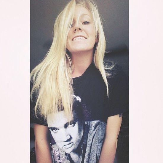 Im obsessed with Elvispresley :))
