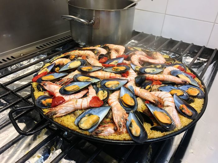Paëlla Original Paella 🥘 España Paella SPAIN Food Food And Drink Freshness Still Life Preparation  Kitchen Preparing Food Seafood Healthy Eating Crustacean Food And Drink