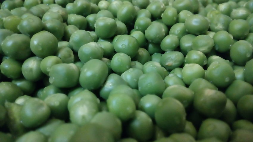 Backgrounds Green Color Full Frame Healthy Eating Food Close-up Food And Drink Large Group Of Objects Freshness No People Beauty In Nature Nature Day Outdoors Freshness Pulses Green Peas Green Pea Nature Abstract Textured  Green Color