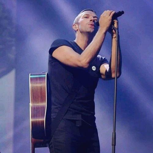 Pienso en ti No he dormido Creo que lo hago, pero No me olvido Mi cuerpo se mueve Va donde quiero Pero aunque lo intento My corazón se queda quieto Nunca se mueve, no será guiado Y así mi boca se hace agua por ser alimentada Y siempre estás en mi cabeza Siempre estás en mi cabeza Siempre estás en mi cabeza AlwaysInMyHead| Coldplay*♥