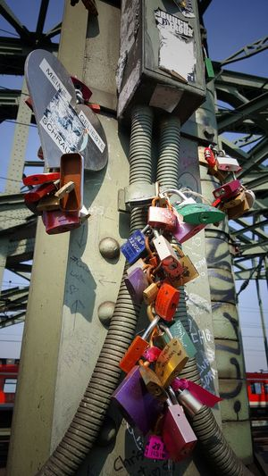City No People Travel Destination Hohenzollernbrücke Cologne Outdoors Architecture Lockers Locks Of Love Lover Not A Fighter Lovers Point Lovers Locks Love Communication Close-up