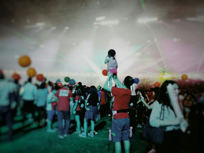 Lifted up high to get a bird's eye view of the party Fatherdaughter Party Birdseyeview Vscocam Partytime Getting Lifted  Funtime Party Time! Electronic Music Shots Capture The Moment Singapore National Stadium Singapore National Stadium