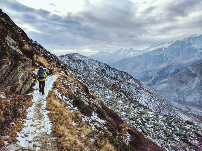 Mountain One Man Only One Person Snow Adventure Adult Mountain Range People Snowcapped Mountain One Mature Man Only Cloud - Sky Backpack Full Length Outdoors EyeEm Best Shots EyeEm Best Edits Mature Adult Winter Travel Destinations