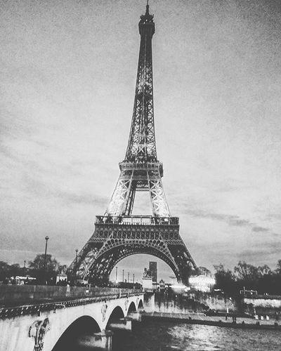 Paris France Instagram Instapic Inlovewithparis Eiffeltower Seineriver