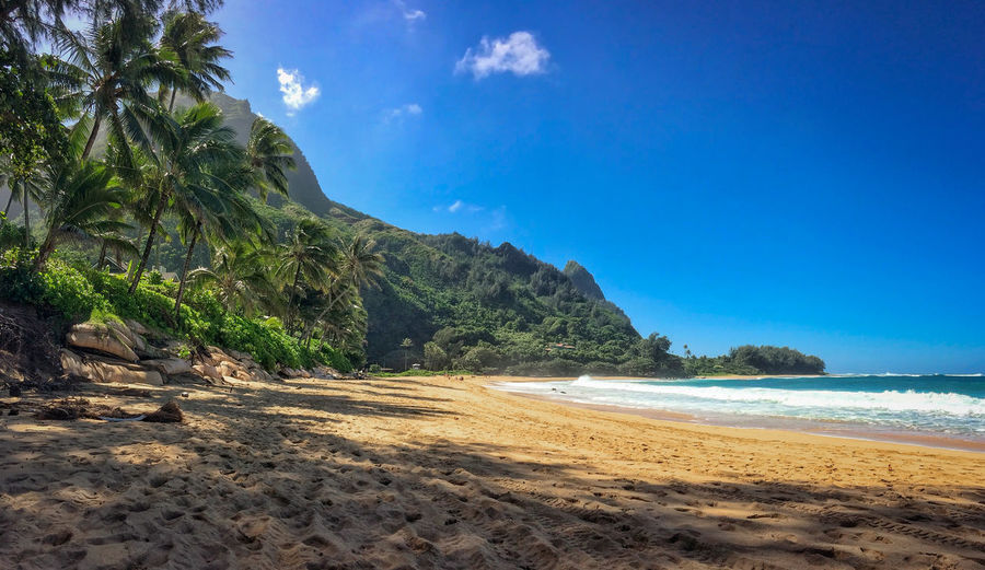 Scenic view of tunnels beach makua beach on the hawaiian island of kauai, usa against sky