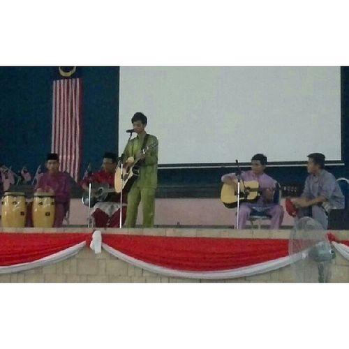 Mendeklamasi Tanah Tumpah Darah buat rakyat jelata di Majlis Penutupan Karnival Kemerdekaan KMNS 2013. Lontarkembali Initanahtumpahnyadarahku Projekmerdeka