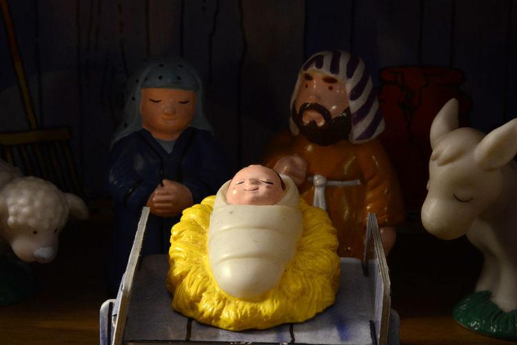 Away in a Mangers Nativity Scene Crib Jesus, Mary & Joseph Holy Family Christmas Stable Manger Baby Jesus Christian Tradition