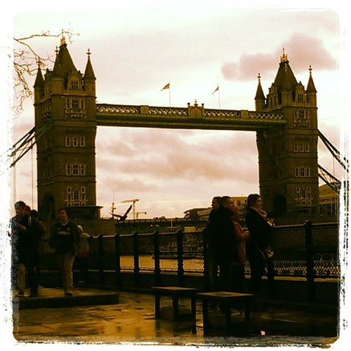 Today we have visited London bridge and Tower of London and we had also dinner at Jamiediner . We have also brought some underwear and body lotion at Victoriasecret @frokenjusse London London bridge toweroflondon visiting jewelery crown food hamburger underware body lotion