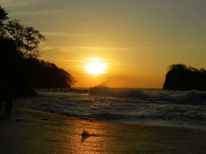 Bahía de los Piratas Beachlovers Guanacaste Costa Rica Love My Life  Beach Walk Costa Rica Sunset Beach Sunset Bahía De Los Piratas