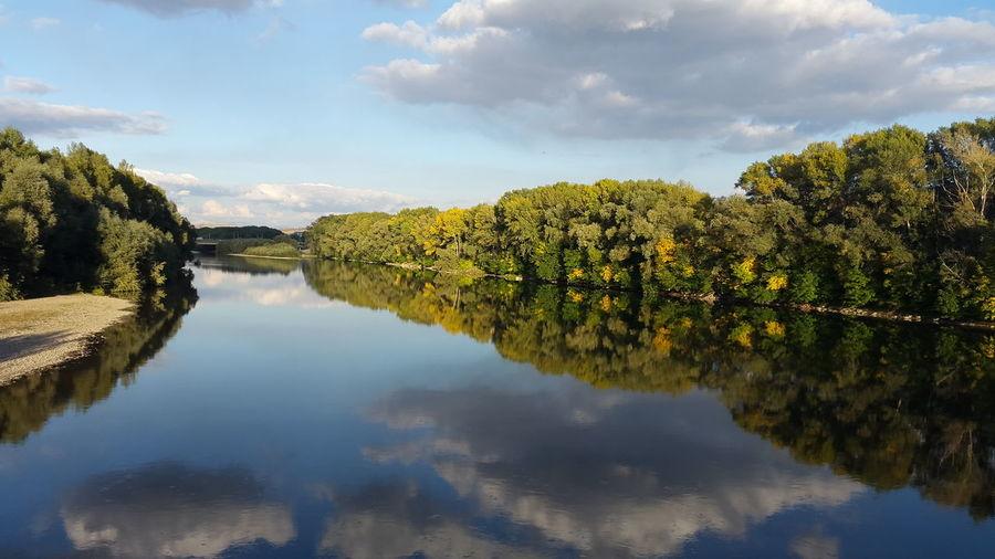 осень прекрасна 🌾🍂🍃 Осень 🍁🍂 желтыелистья река Sky Beauty In Nature Water No People Nature берег Лес