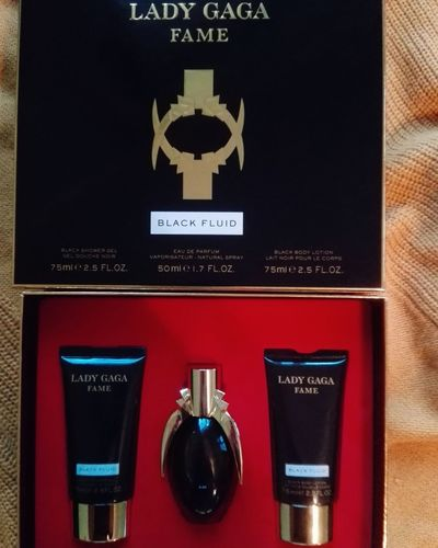 💛 Perfume Perfumecollection Perfumeaddict Ladygaga Fame Blackfluid Fragrance Fragrances Picoftheday Photooftheday Like4like Follow4follow Friday Weekend Bodylotion Showergel Love Loveit Nofilter Beauty Afternoon Shopping ♡ Shoppingtime Winter December